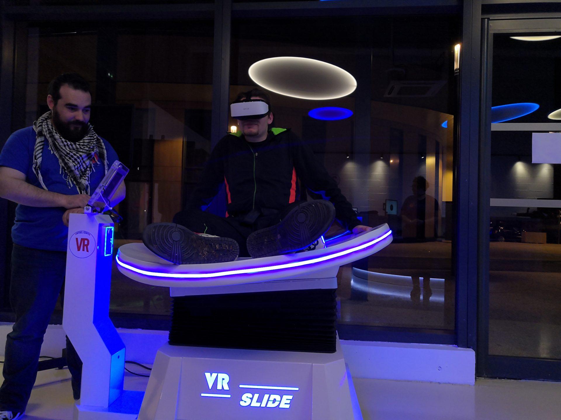 Attraction VR Slide